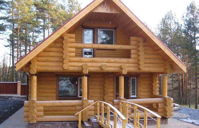 Дом и баня из зимнего сруба