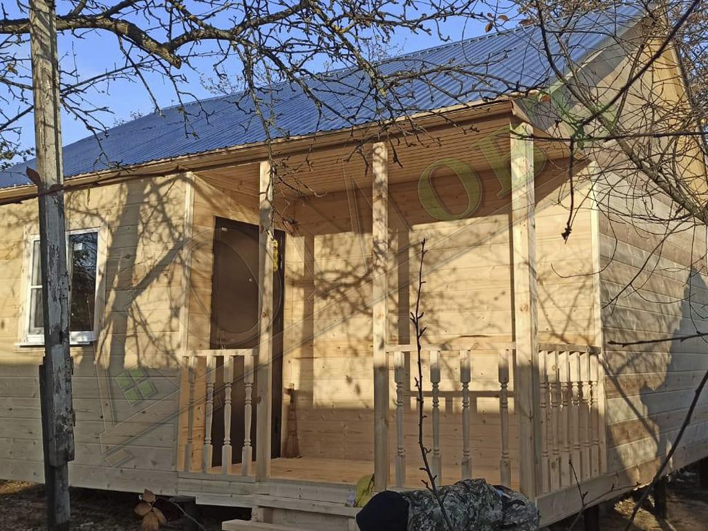 Каркасный дом 4 на 6 с террасой и верандой 1,5 на 3 - фото экстерьера 1